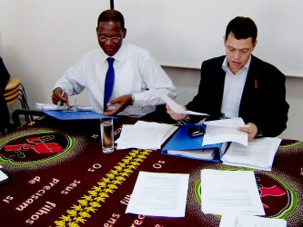 Narciso Matos (right) and Mauricio Cysne chair the meeting