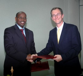 Signing the Agreement for the Land Programme with the Rwandan Minister of Finance
