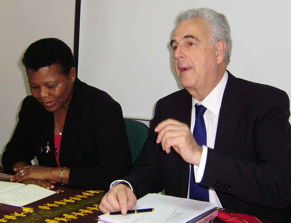 Photo of Michel Kazatchkine and Dr Natividade