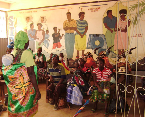 Photo of a health centre waiting room in Manica