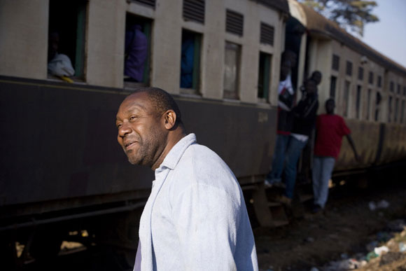 Photo: Lenny Henry spends a week in Kibera slum, Kenya