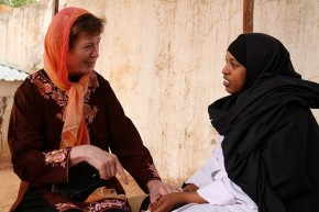 Mary Robinson with healthworker Nadhif Ibrahim Mohamed