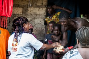 Distributing cholera prevention kits to families. Picture © CARE/Freccia Learson