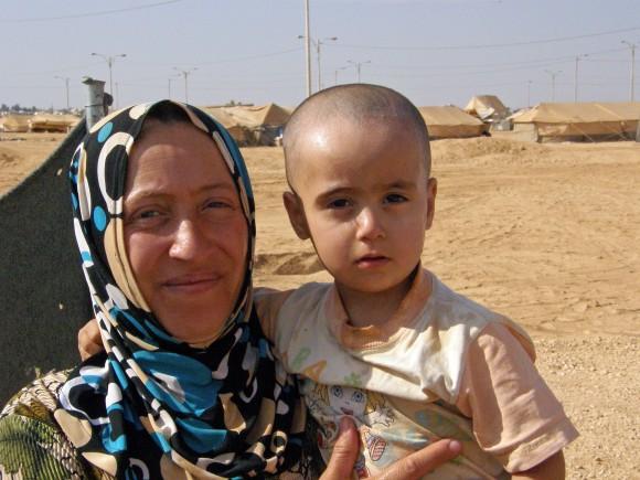 A mother and her 2 year old daughter Gazal at the Za'atari refugee camp in Jordan. Photo © UNICEF/David Bull