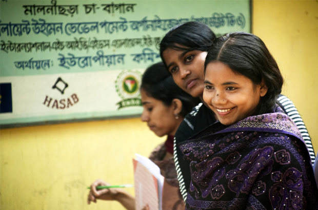 Members of a youth group in Bangladesh meet on a regular basis to know and discuss their sexual and reproductive health rights.