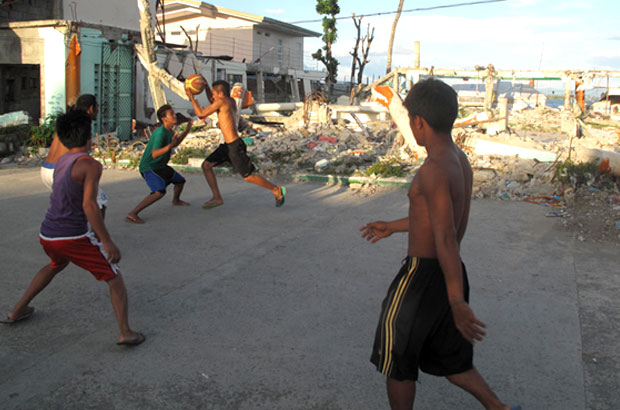 Filipino kids play basketball on a makeshift court. Picture: Henry Donati/DFID