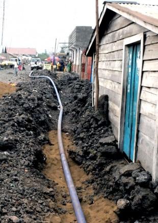 Laying pipe work in Goma. Picture: Chris Pycroft/DFID.