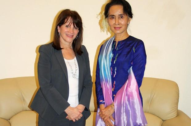 Lynne Featherstone meets Daw Aung San Suu Kyi. Picture: Monica Allen/DFID