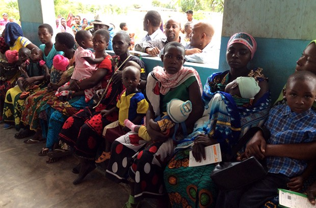 A long queue of, mostly young women, at the family planning clinic awaitng their turn. Picture: Lindsay Northover/DFID