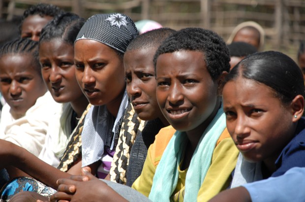 Ethiopian schoolgirls participate in a community discussion about the benefits of educating girls and delaying marriage. Picture: Ashenafi Tibebe/Girls Not Brides. All rights reserved.